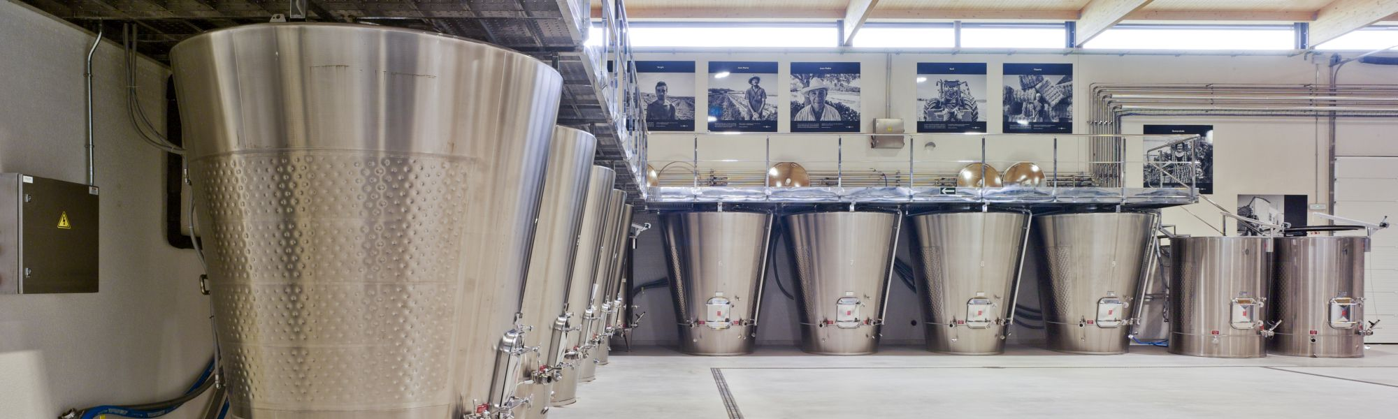 Weingut Casa Rojo Spanien Verarbeitungs Tanks